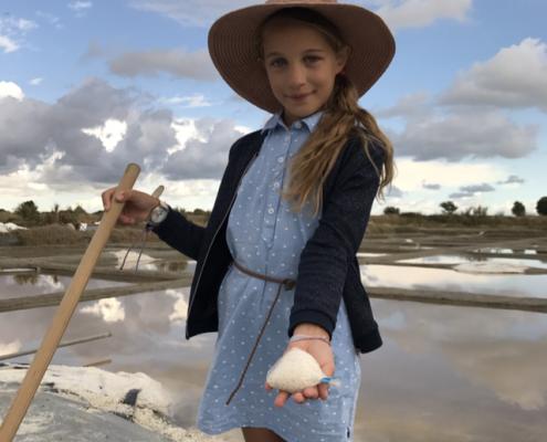 Animation enfant, récolte de sel aux Salines, Vendée